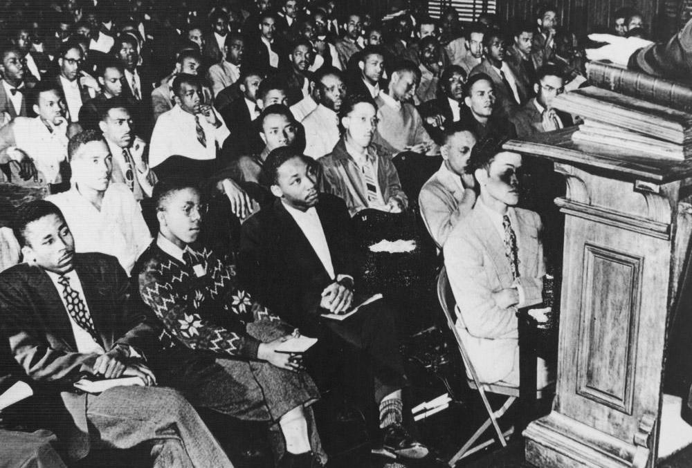 Martin Luther King Jr. (el tercero por la izquierda) en el Morehouse College