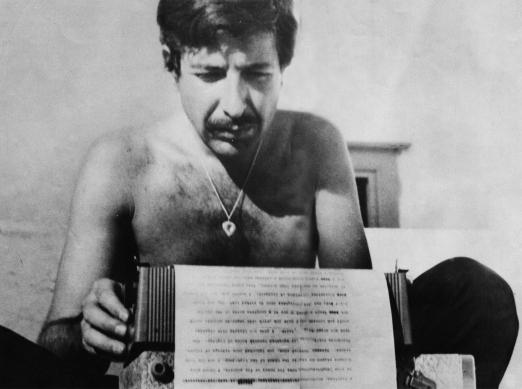 Leonard Cohen y su máquina de escribir