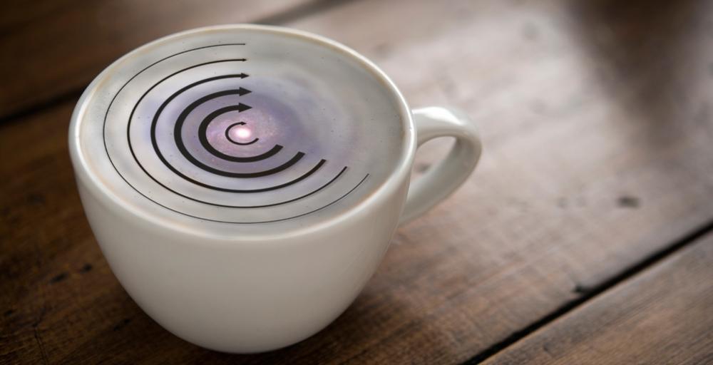 Lo que pasa en un cappuccino cuando lo removemos es lo que debería pasar en las galaxias y sus estrellas, pero no pasa
