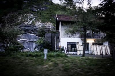 Fábrica de ataudes a las afueras de Vareš